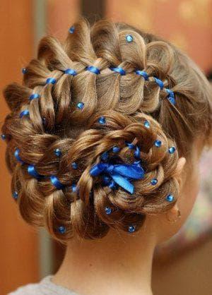 создание кренделя из кос на длинные волосы для девочек