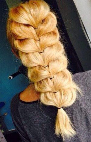 элеганская причёска на длинные волосы с резинками