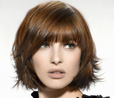 градуированное каре на средние кудрявые волосы