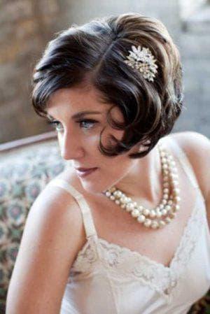 причёска в ретро стиле на свадьбу на короткие волосы