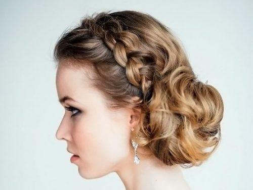 причёска пучок из кос на свадьбу на короткие волосы
