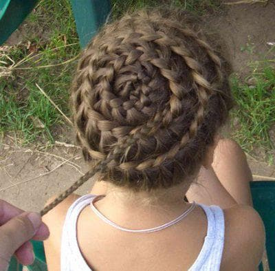 прическа улитка с косами