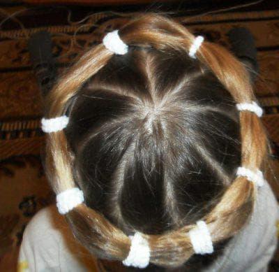 причёска венок с резинок для девочки