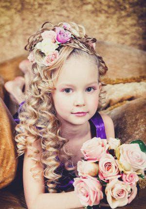 причёска на длинные кудрявые волосы для девочки