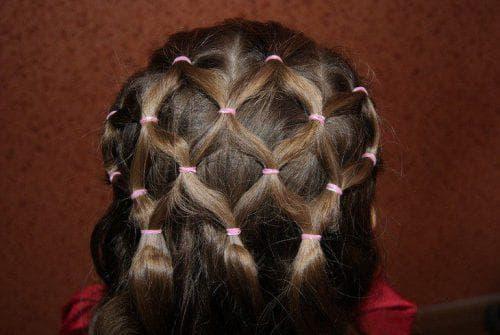 причёска сеточка с резинками для девочек