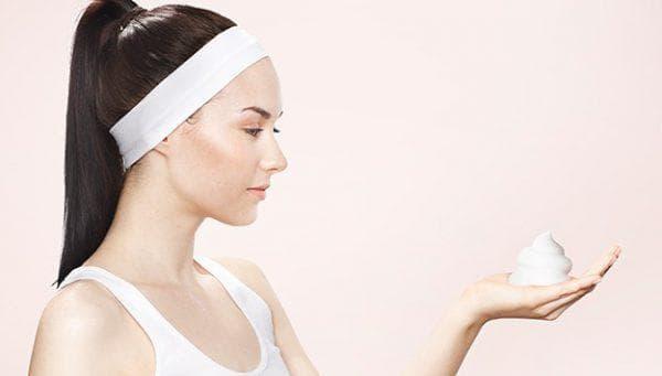 использование мусс для укладки волос