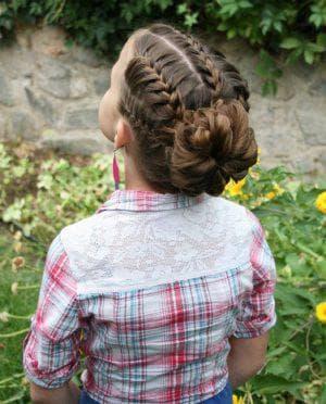 детский праздничный пучок на длинные волосы