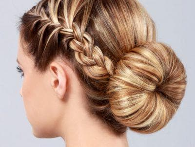 пучок из косы с резинкой на средние волосы