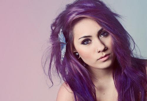 фиолетовые волосы для голубых глаз