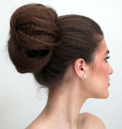 красивые пучки из волос на длинные волосы третий вариант