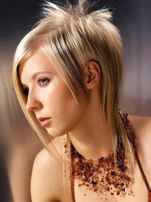 креативная женская стрижка треш на средние волосы