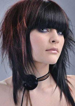 креативная женская стрижка каскад на средние волосы