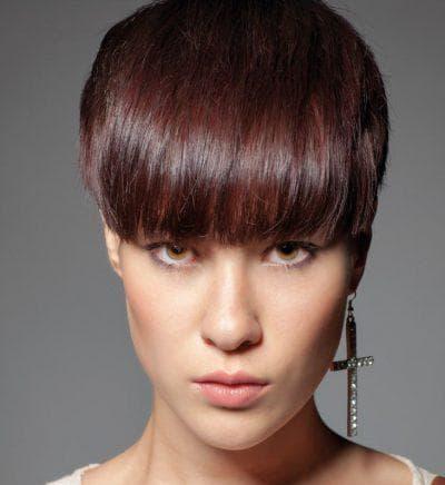 причёска короткая с чёлкой на овальное лицо