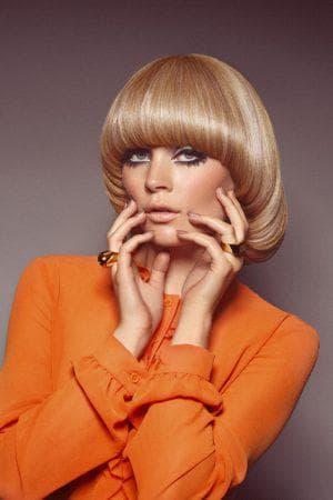 креативная женская стрижка паж на средние волосы
