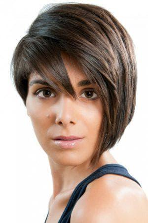 короткая асимметричная причёска с чёлкой