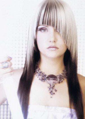 женская стрижка с косой челкой на длинные волосы
