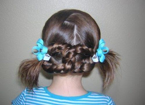 причёска восьмёрка на выпускной в детский сад