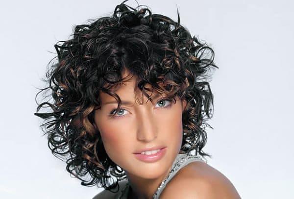 щёлочная мокрая химия на средние волосы