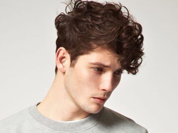 мужская стрижка канадка на кудрявые волосы средней длины